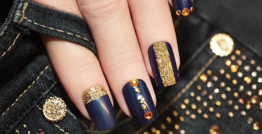 navy blue gel manicure with square shape
